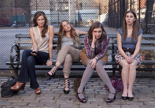 Quatre filles et une robe tailleempire.